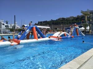parcours_gonflable_aquatique_piscine
